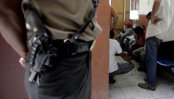 Detenidos son interrogados por fiscal mixto Hernán Pérez Martínez. (Perú21/Referencial)