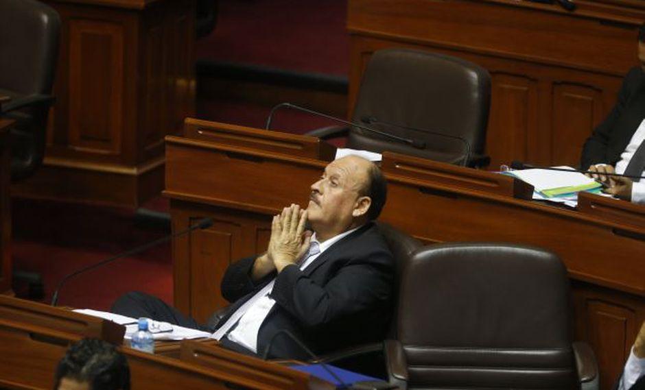 El legislador señala que si colegas 'ppkausas' no están contentos en la bancada que den un paso al costado. (Perú21)