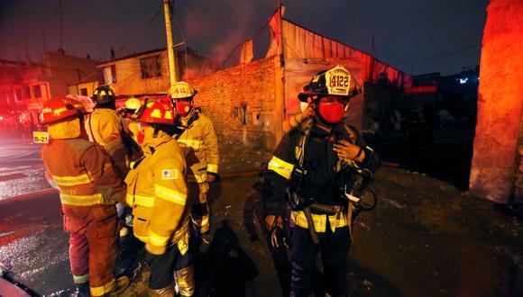 Incendio en desarrollo en Los Olivos. (Foto referencial: Cesar Grados/@photo.gec)