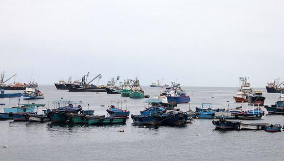 Embarcaciones no ingresan al mar por oleaje anómalo en el litoral del sur peruano.