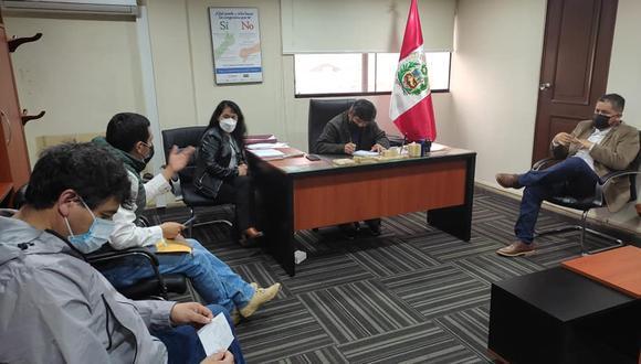 De cerca. Olinda Chamaya fue contratada en el despacho de Hamlet Echeverría el 2 de agosto. (Foto: Facebook)