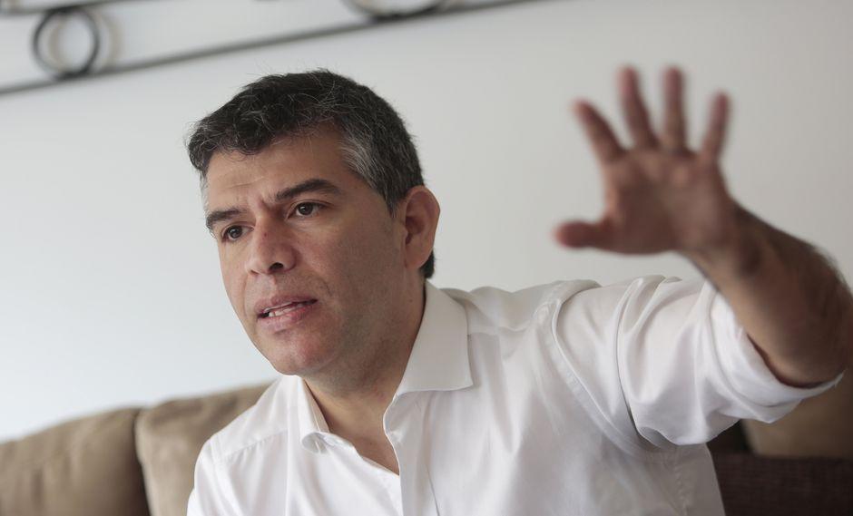 """""""Pedimos a las autoridades electorales, al presidente Martín Vizcarra, que le baje la barrera electoral a los demás partidos desde ahora"""", señaló Guzmán. (GEC)"""