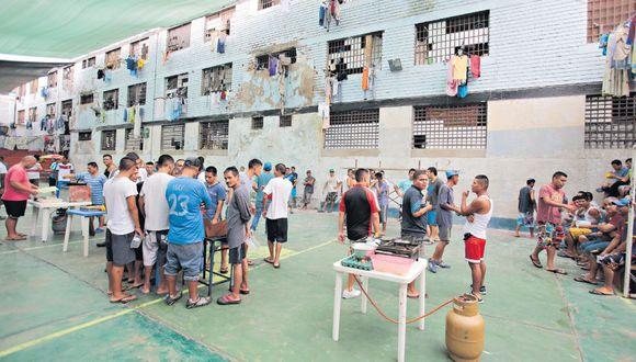 En la actualidad la población penitenciaria supera los 95,000 privados de libertad, equivalente a un 143% de hacinamiento. (Foto: GEC)