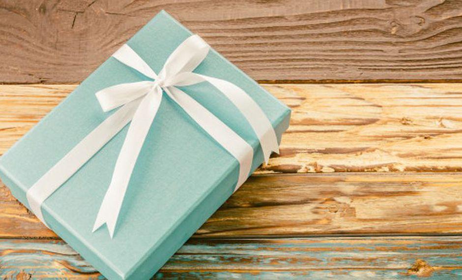 La menor llena las cajas con varias cosas para hacer feliz a sus amigos. (Foto: Freeik)