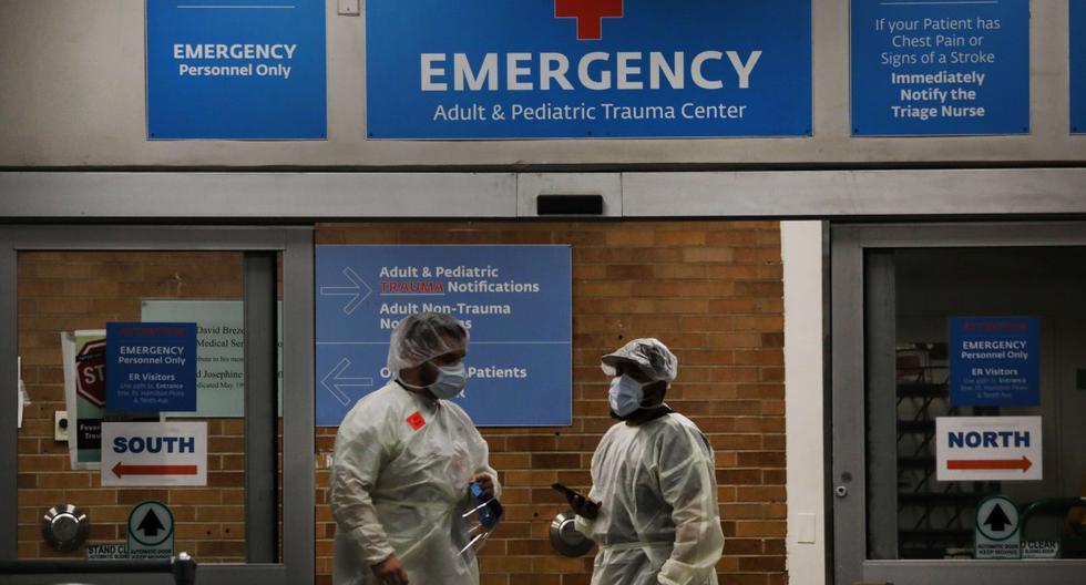 Imagen referencial. Los trabajadores médicos reciben pacientes en un Centro Médico de Brooklyn, Nueva York.  (Spencer Platt/Getty Images/AFP).