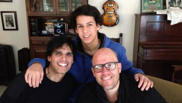 Gian Marco y Pedro Suárez-Vértiz se tomaron una foto para sus fans. (Facebook)