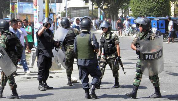 SIGUE LA TENSIÓN. Policía vigila las calles para evitar nuevas protestas de los pobladores. (USI)