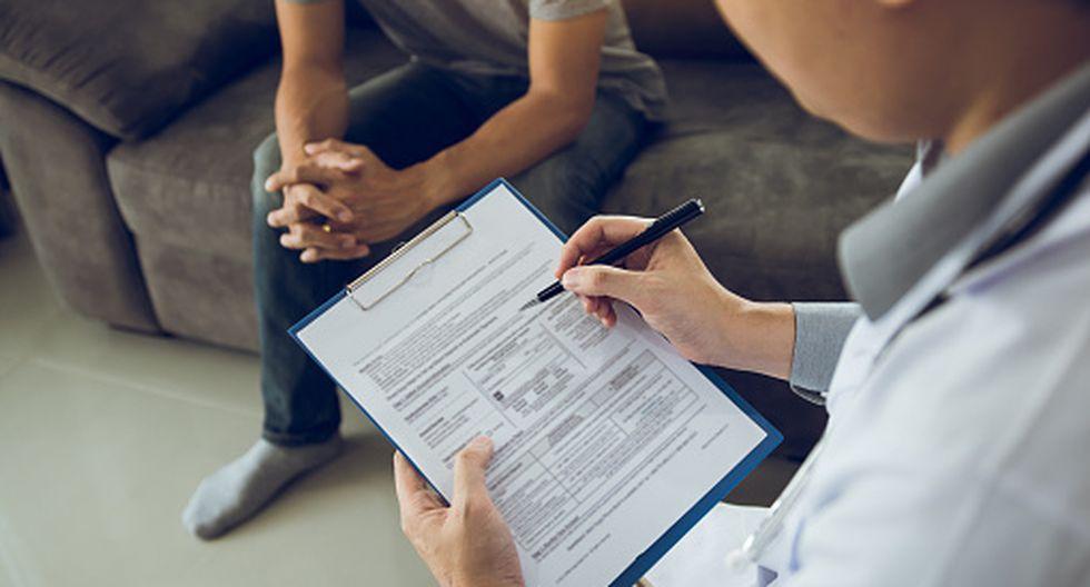 ¿En qué se diferencia un psicólogo de un psiquiatra? Aprende a qué profesional acudir. (GettyImages)