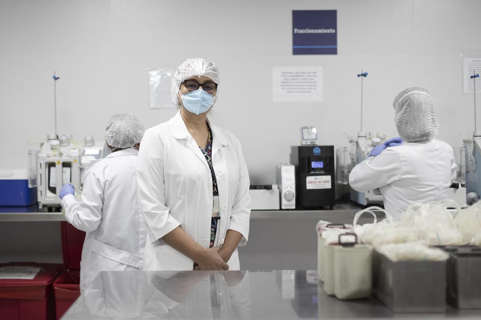 La Doctora Milagros Ramírez es la jefa del Banco de Sangre del INEN y la responsable de que cientos de pacientes obtengan glóbulos rojos, plasma y plaquetas. (Foto: Renzo Salazar)