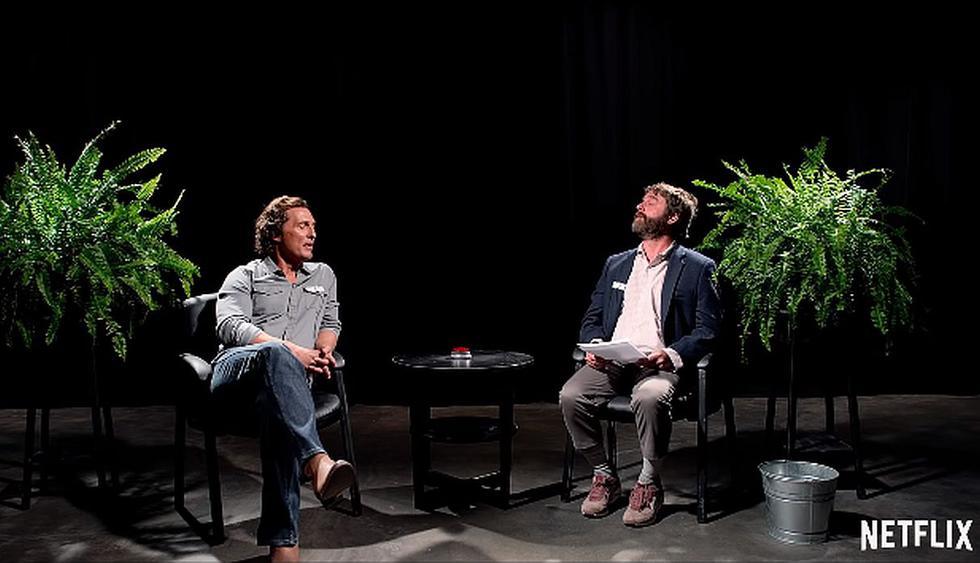 """Zach Galifianakis mata a Matthew McConaughey en el tráiler de """"Entre dos helechos: La película"""". (Foto: Captura de video)"""