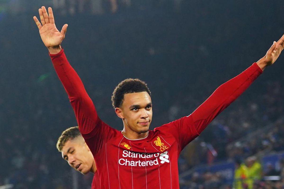 Alexander-Arnold, que 'se declara' al Barcelona, festeja un gol con el Liverpool (Foto: EFE).