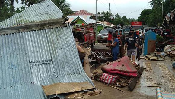 Funcionarios de la defensa civil dijeron que el número de muertos por una tormenta que azotó Filipinas poco después de la Navidad aumentó a 68. (Foto: AFP)