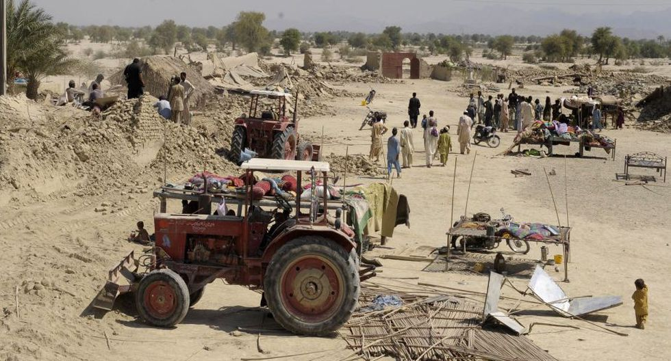 El diario Dawn informó en base a datos de las autoridades que más del 80% de las casas de adobe de Awaran están destruidas o gravemente dañadas. (AFP)