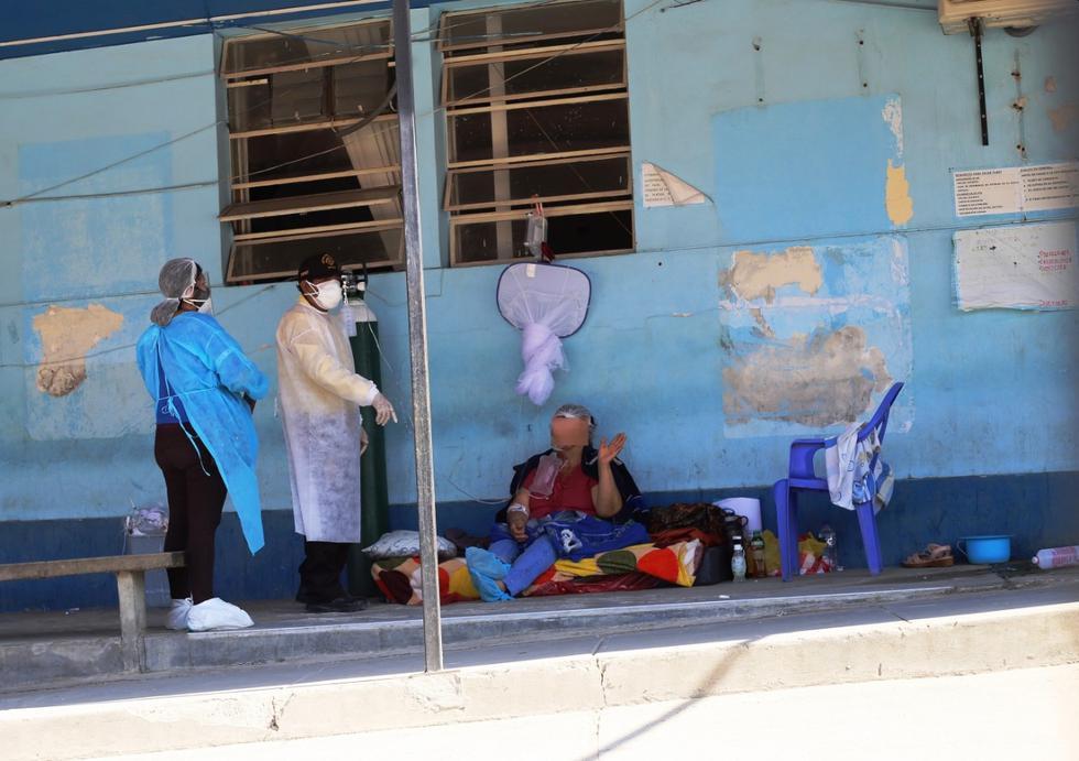Pacientes tuvieron que ser atendidos en el suelo del Hospital de Sullana, en la región Piura. (Foto: GEC)
