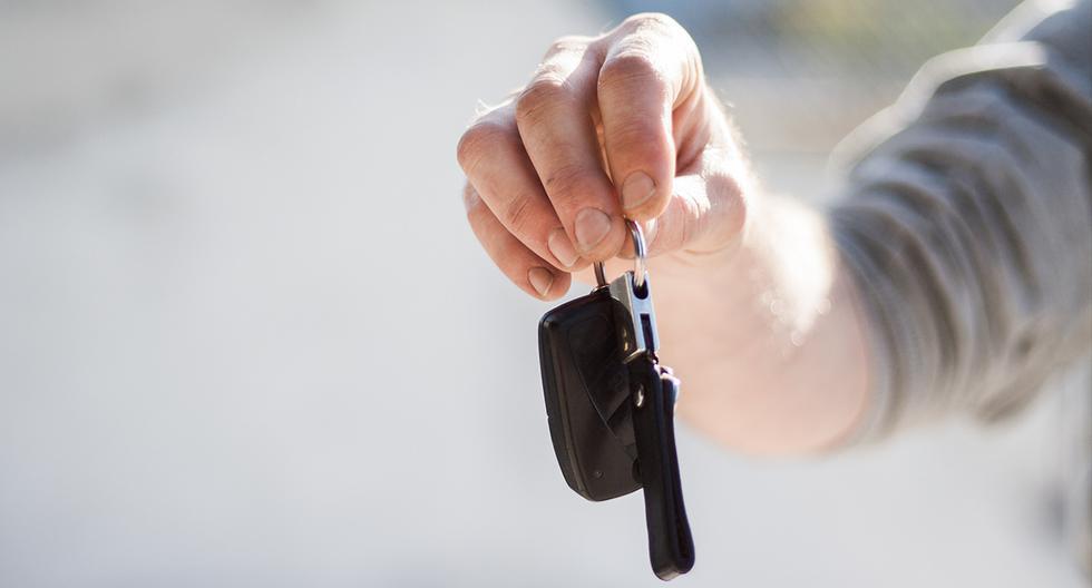 Olvidaron las llave dentro de su auto pero recurrieron a un insólito truco para abrir el vehículo. Las imágenes son viral en Facebook. (Pixabay)
