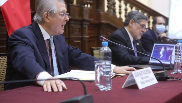 El canciller Óscar Maúrtua se presentó ante la Comisión de Relaciones Exteriores del Parlamento. (Foto: Congreso)