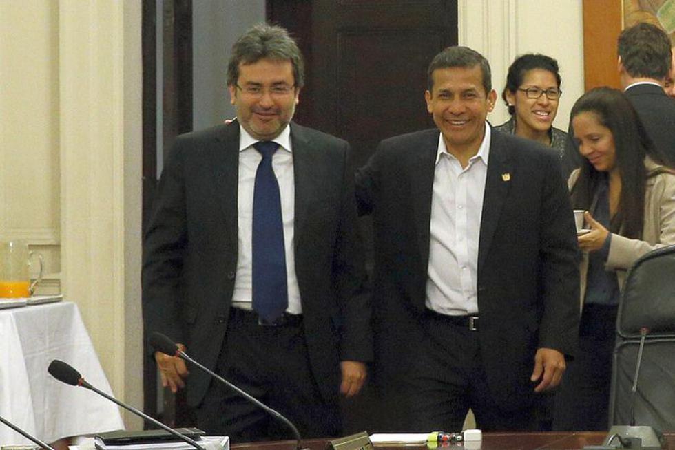 Buen ambiente. Jiménez y Humala intercambian sonrisas en el Consejo de Ministros. (Sepres)