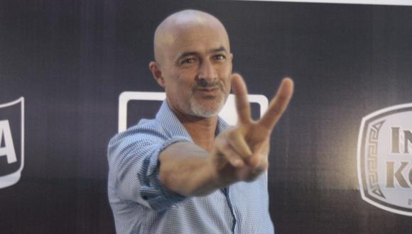 Carlos Alcántara por partida doble. (David Vexelman)