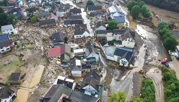 Una vista aérea tomada el 15 de julio de 2021 muestra la aldea inundada de Schuld, cerca de Adenau, en el oeste de Alemania. (Christoph Reichwein / dpa / AFP).