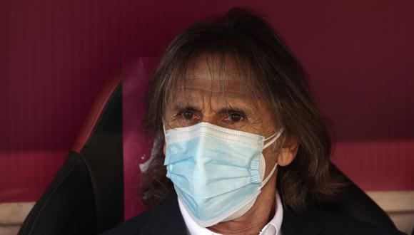 Ricardo Gareca fue vacunado contra el coronavirus este domingo en la Videna. (Foto: AP)