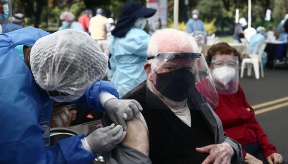 Adultos mayores de Miraflores serán vacunados contra el COVID-19 en su distritos. (Foto: Referencial/Jesús Saucedo/ @photo.gec)