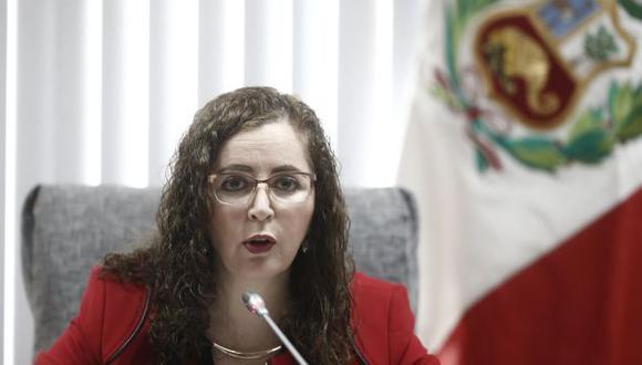 Congresista Rosa Bartra vuelve a defenderse de las críticas a su labor