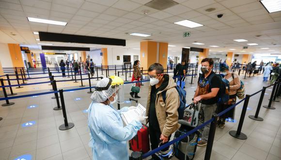 Los inconvenientes con el servicio de emisión de pasaportes en Migraciones se presentan desde la tarde de ayer. (Foto: GEC)