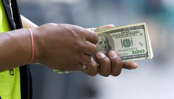 El tipo de cambio se cotizó hoy a 3.308/3.309 soles por dólar en el mercado paralelo.(Foto: USI)