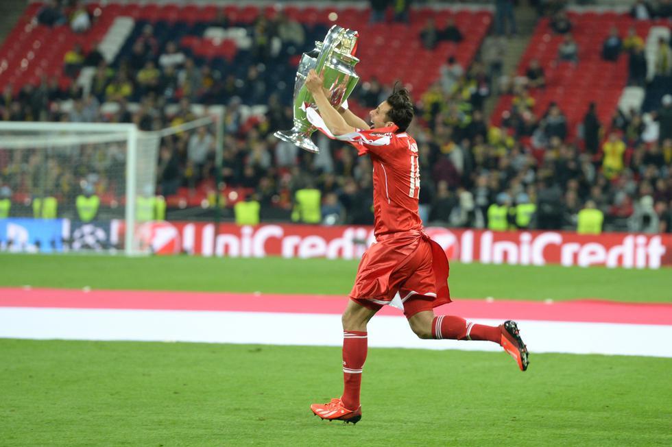 Claudio Pizarro registró 125 goles y consiguió 17 trofeos a lo largo de nueve exitosas temporadas en el Bayern Munich. Se paseó por Wembley con la bandera peruana tras conseguir la Champions League bajo la dirección de Jupp Heynckes. (AFP)