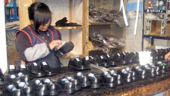 Aprueban proyecto para reducir multas a mypes y familias con trabajadoras del hogar. (Perú21)