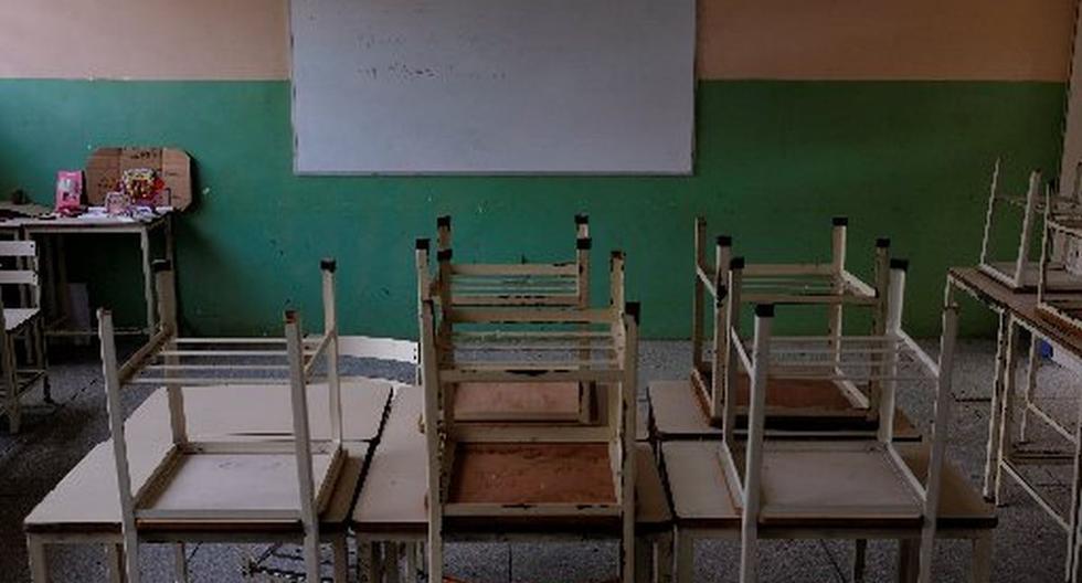 Se ven pupitres vacíos en el aula el primer día de clases, en Caucagua, Venezuela, 17 de septiembre de 2018. (REUTERS/Marco Bello).