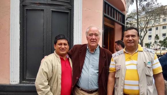 Santiago Arancibia (izquierda) acompañado por Víctor Andrés García Belaunde, de Acción Popular, en una foto de noviembre del 2019. (Foto: Facebook)