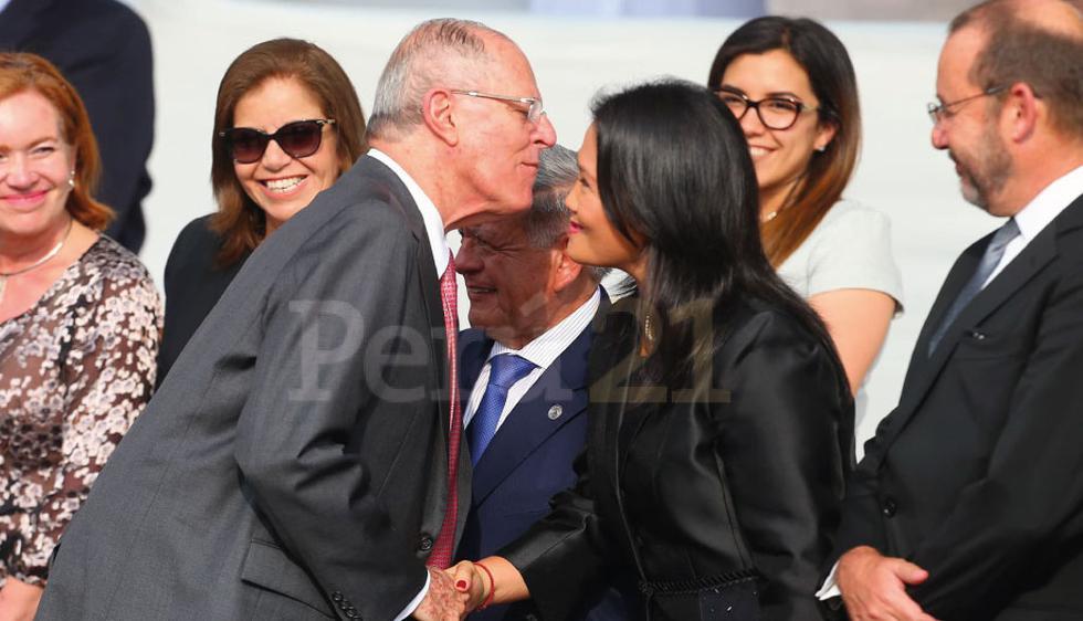 PPK y Keiko Fujimori se saludan en Palacio de Gobierno para ver al papa y tras el cuestionado indulto a Fujimori. (Foto: Geraldo Caso)