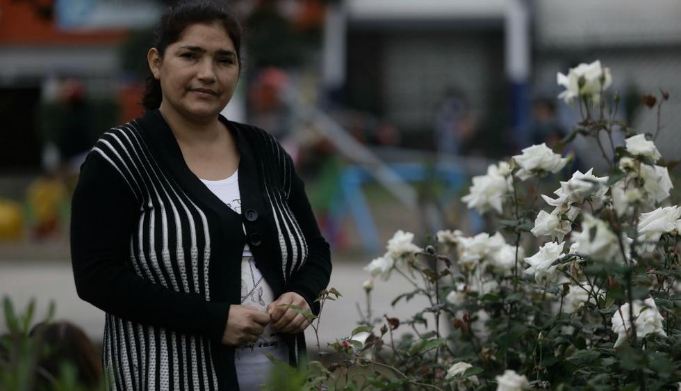Nancy Espinoza aún llora al recordar impactantes escenas en el cerro San Cristóbal. (Foto: Geraldo Caso)