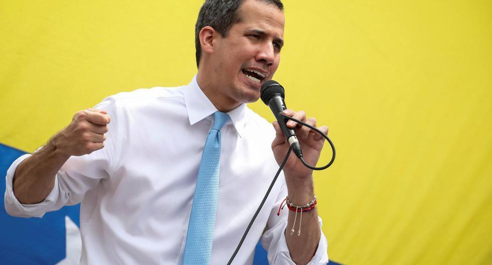 Imagen referencial. Juan Guaidó habla ante cientos de sus simpatizantes durante una sesión de la Asamblea Nacional. (EFE/Rayner Peña R.).