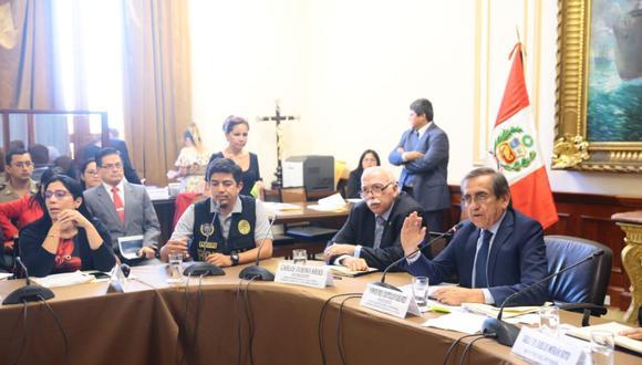 La Comisión de Defensa del Congreso, encabezada por Jorge del Castillo, protagonizó incidentes con la policía de la Diviac. (Foto: Congreso de la República)