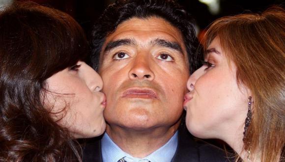Diego Maradona y sus hijas Dalma y Giannina.  (Foto: AFP)