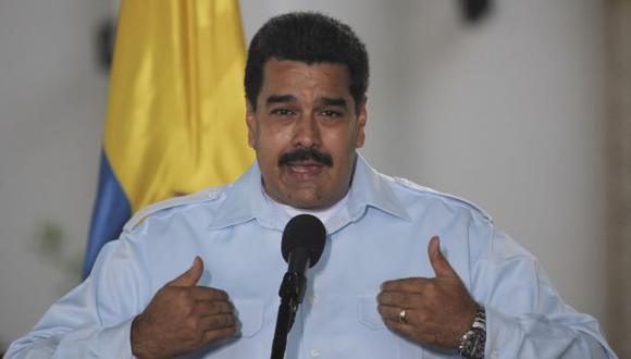 Maduro dijo que los trabajadores cuentan con el respaldo financiero para poner a operar una unidad productiva. (AP)