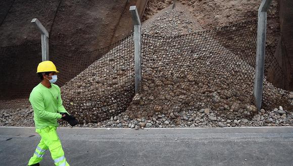 La Municipalidad de Lima informó que la disposición de cierre es para realizar trabajos en el tramo donde se produjo el desprendimiento de rocas el último viernes. (Foto: Hugo Curotto / @photo.gec)