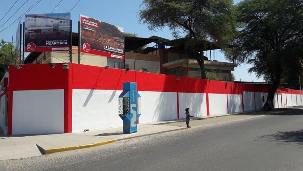 La fachada del Gobierno Regional de Piura ahora está de blanco y rojo, colores característicos del partido del gobernador.
