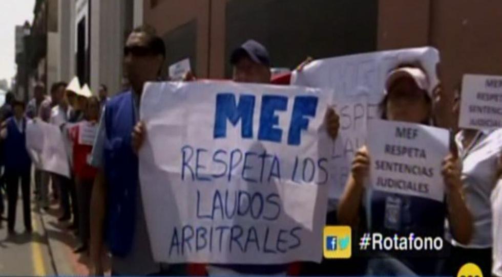 Reniec: Trabajadores protestan frente al MEF por presunto recorte de presupuesto (RPP)