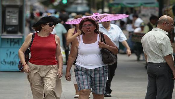 Sombrillas y sombreros se hacen cada vez más necesarios en Lima. (USI)