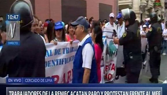 Trabajadores del Reniec continúan acatando el paro nacional iniciado este lunes. (Captura: Canal N)