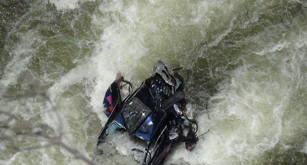 Junín: Cinco hinchas del Sport Águila mueren tras caer con auto al río Tarma. (Andina)