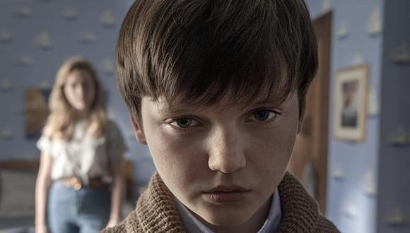 Miles, al igual que su hermana Flora, no recuerda los fantasmas, las posesiones ni a los habitantes de Bly Manor (Foto: Netflix)