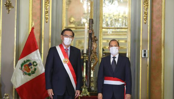 Presidente Martín Vizcarra tomó juramento a Walter Martos como nuevo jefe del Gabinete Ministerial el pasado jueves 6 de agosto. (Foto: Presidencia)