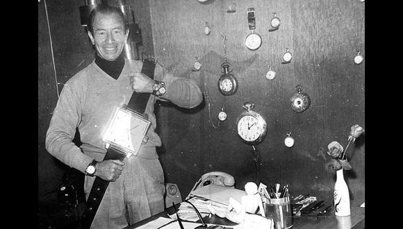 Pionero de la televisión peruana, Kiko Ledgard reunía todo lo necesario para ser un gran conductor: talento, carisma, profesionalismo y un toque de locura para ser parte del espectáculo televisivo. En esta imagen de 1969 demuestra que era un verdadero coleccionista de relojes. (Foto: GEC Archivo Histórico)