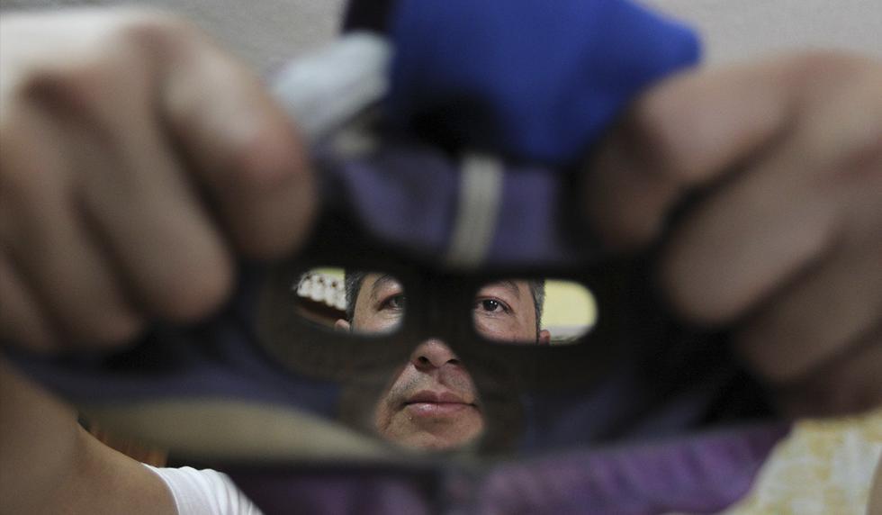 Los secretos detrás de la creación de las máscaras de luchador en México. (Foto: EFE)