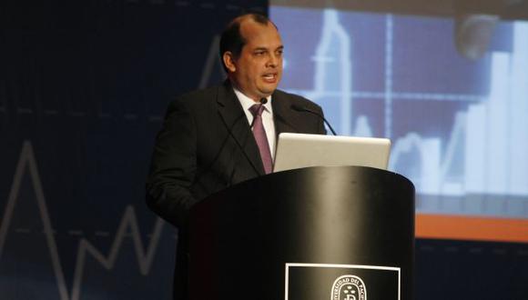 MÁS MERCADO. Ministro Castilla dijo que el objetivo es que más empresas participen en la plaza bursátil. (Mario Zapata)