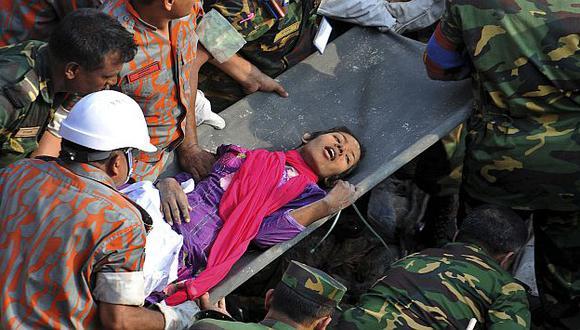 Los rescatistas trasladaron a la mujer a un hospital, donde se recupera. (AP)